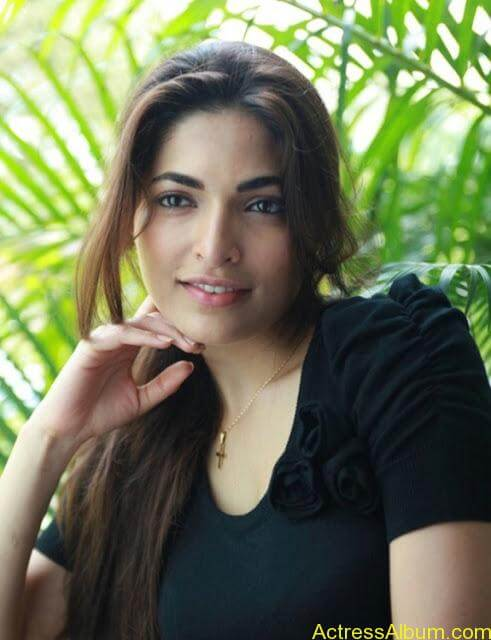 Parvathy Omanakuttan Cute Images (1)
