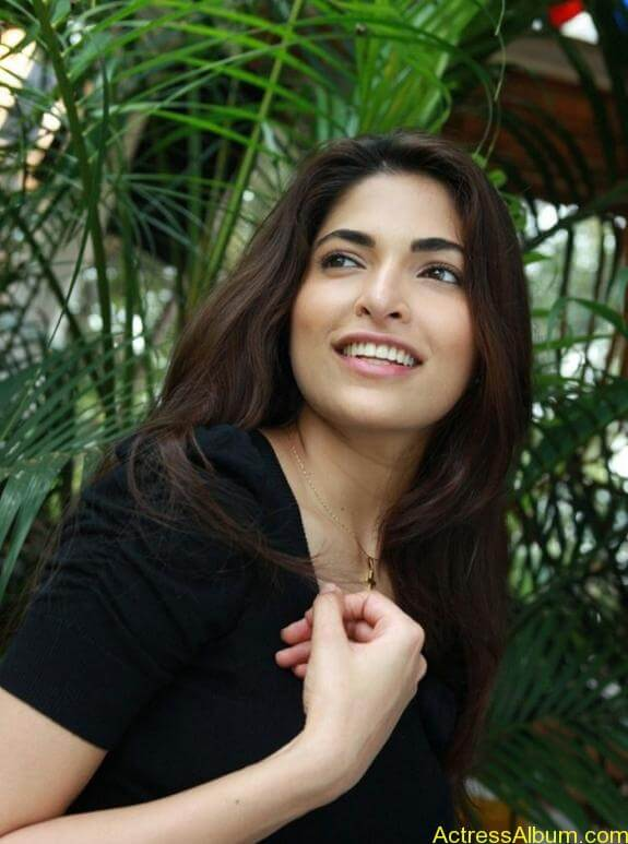 Parvathy Omanakuttan Cute Images (18)