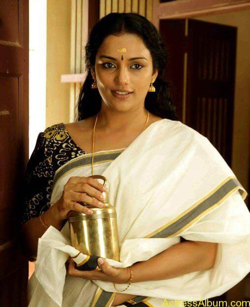 photos stills Swetha Menon's Hot Photos Rathinirvedam 87