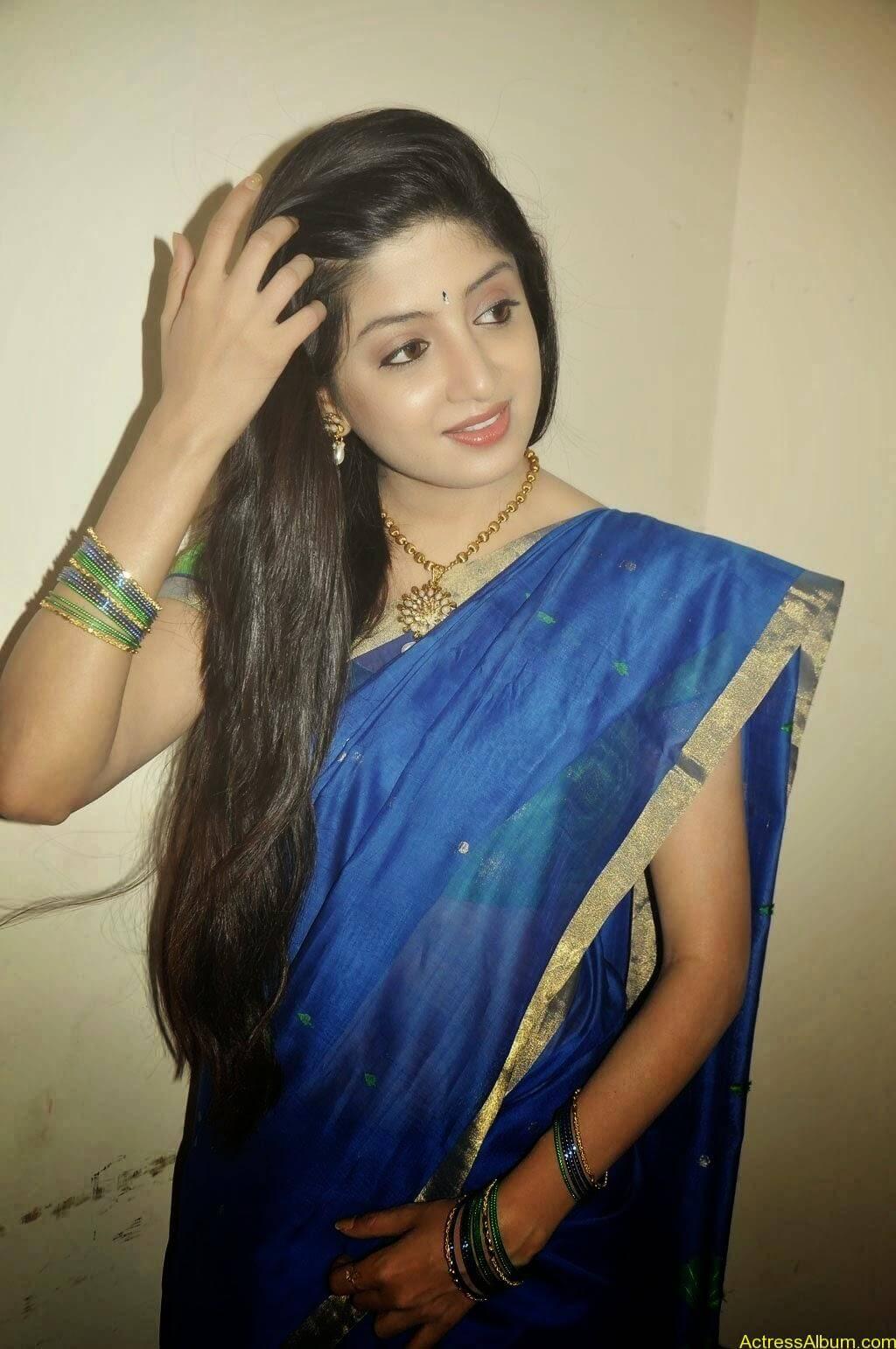 Poonam Kaur Hot Sexy Look In Blue Saree Photos3