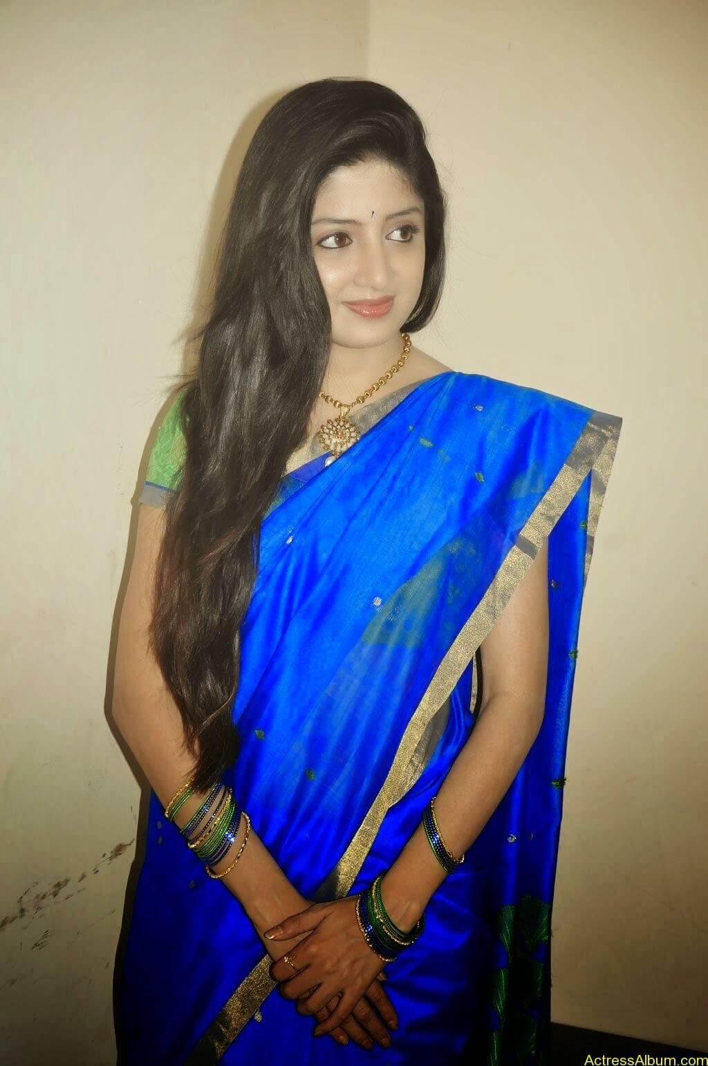 poonam_kaur-hot-images-in-saree (1)