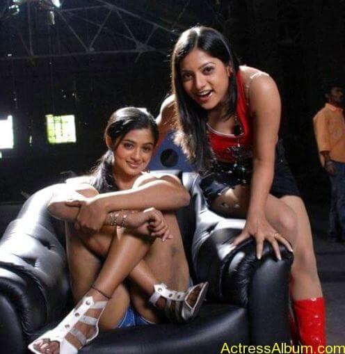 Priyamani Hot Thigh Show Pics (1)