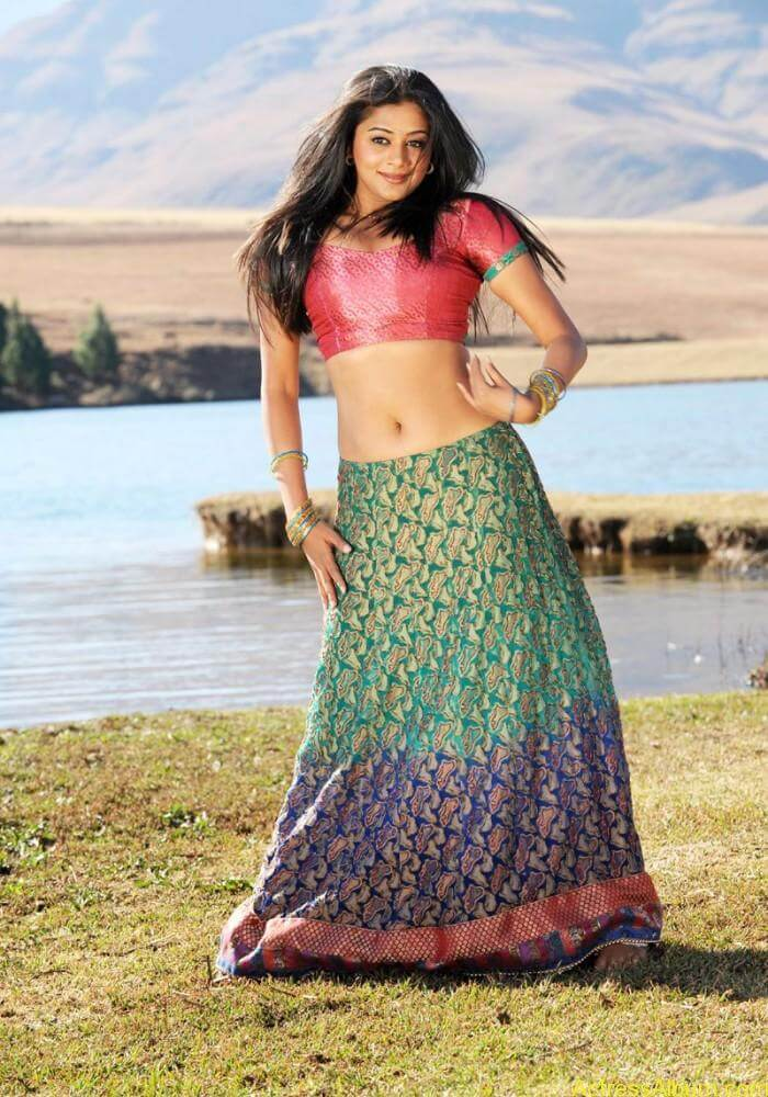 priyamani-latest-hot-exposing-navel (7)