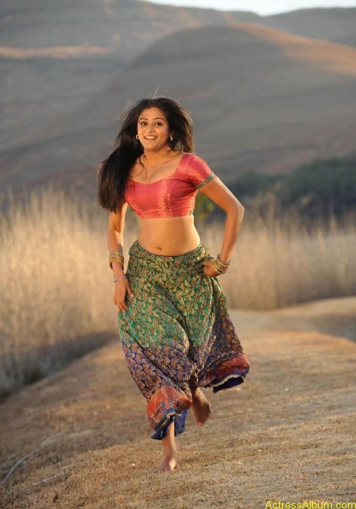 priyamani-latest-hot-exposing-navel (9)