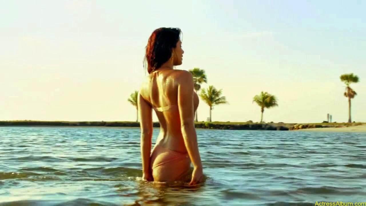 Priyanka-Chopra hot photos from-Exotic (9)
