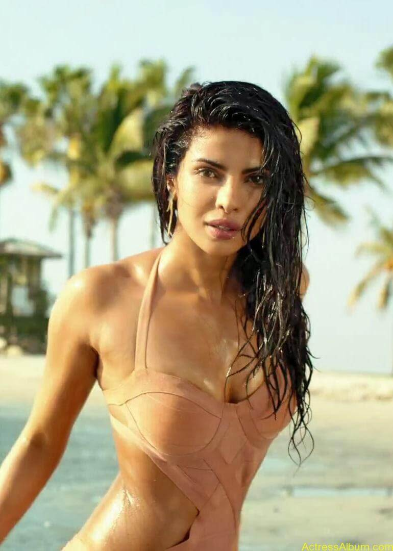 PRIYANKA CHOPRA LATEST BIKINI PHOTO1