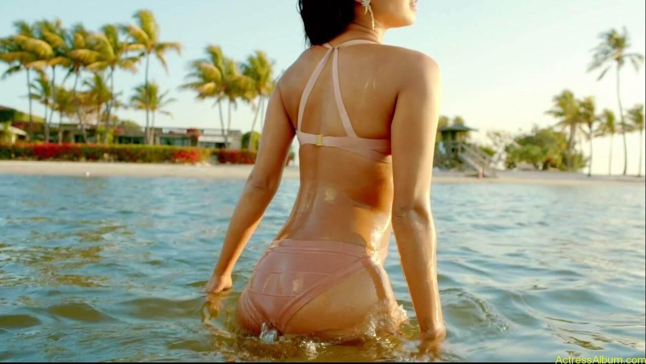 Priyanka-Chopra-With-Bikini-In-Exotic-Video-Song-2013