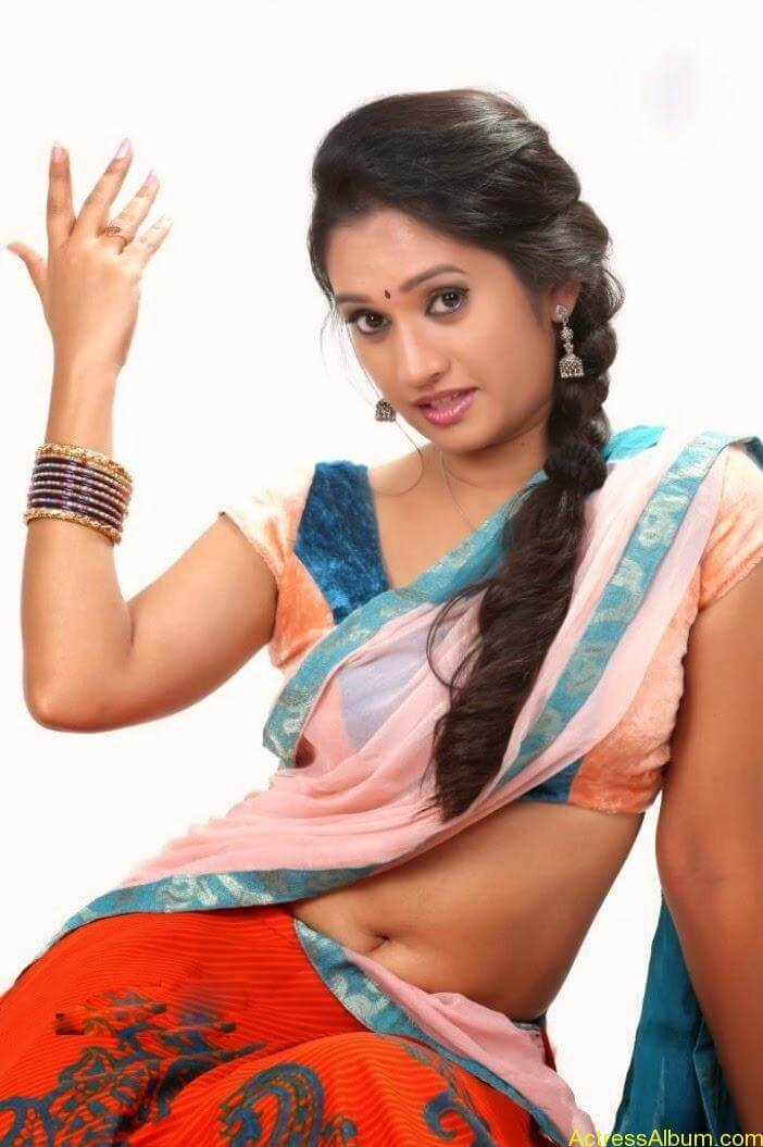 Priyanka Pallavi Navel Show in Saree