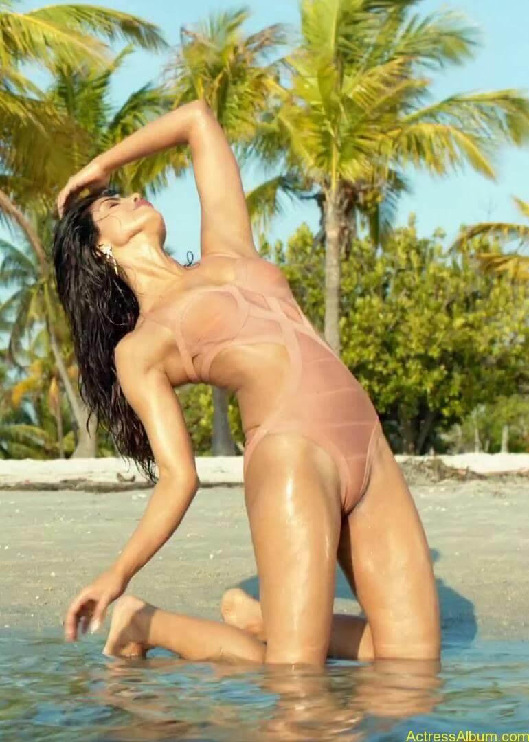 priyanka_chopra_bikini_exotic8