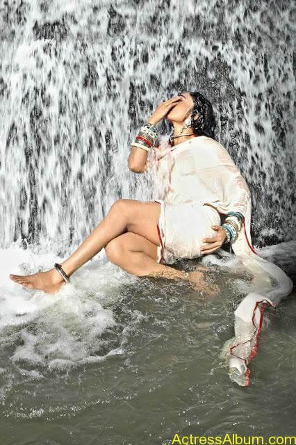 RAMYA SRI HOT N SEXY PHOTOS FROM O MALLI MOVIE7