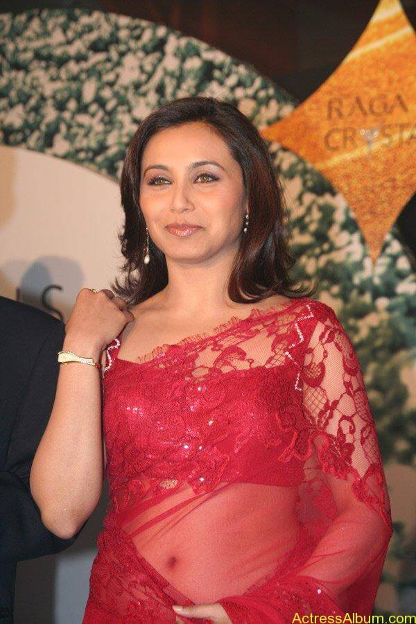 Rani Mukerjee hot navel show in red saree1