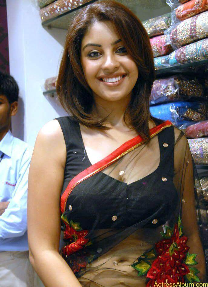 Richa Gangopadhyay Hot Navel and Blouse stills4