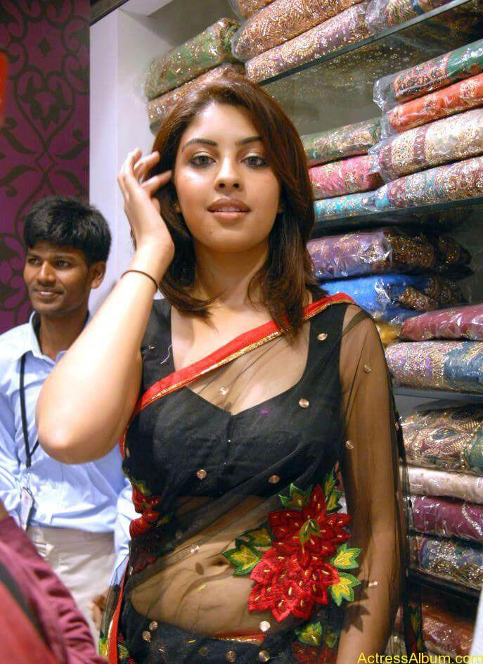 Richa Gangopadhyay Hot Navel and Blouse stills7