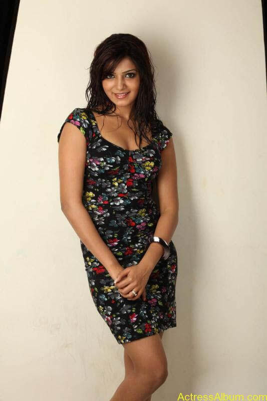 Samantha Cute Looking In Black Dress (1)