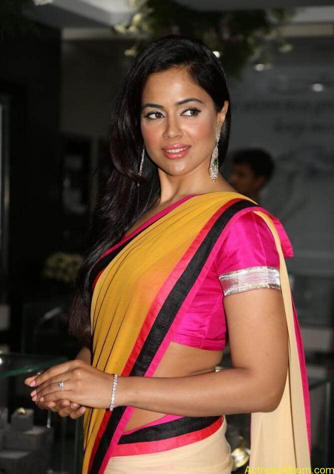 sameera-hot-gorgeous-yellow-pink-saree-pic