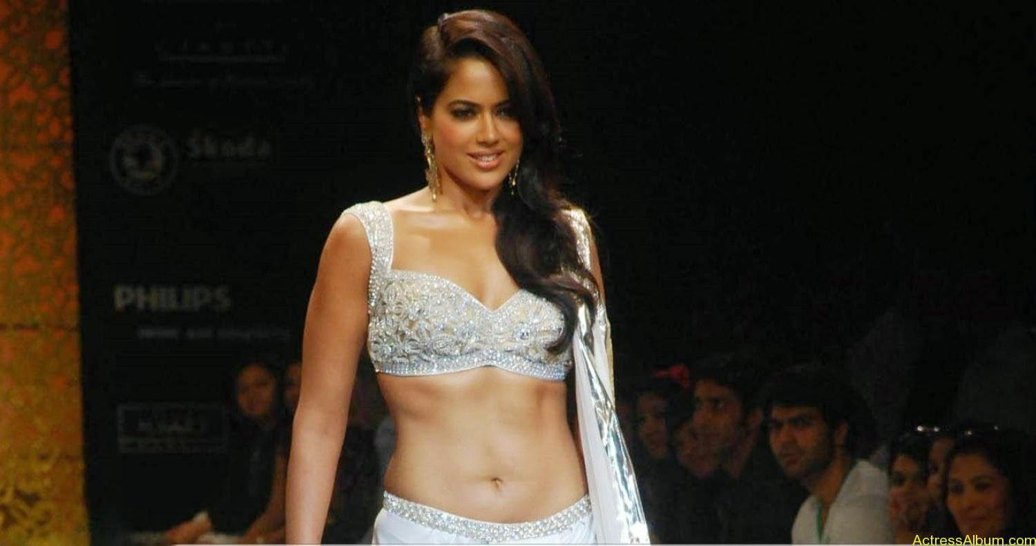SAMEERA REDDY HOT NAVEL PHOTOS ON RAMP