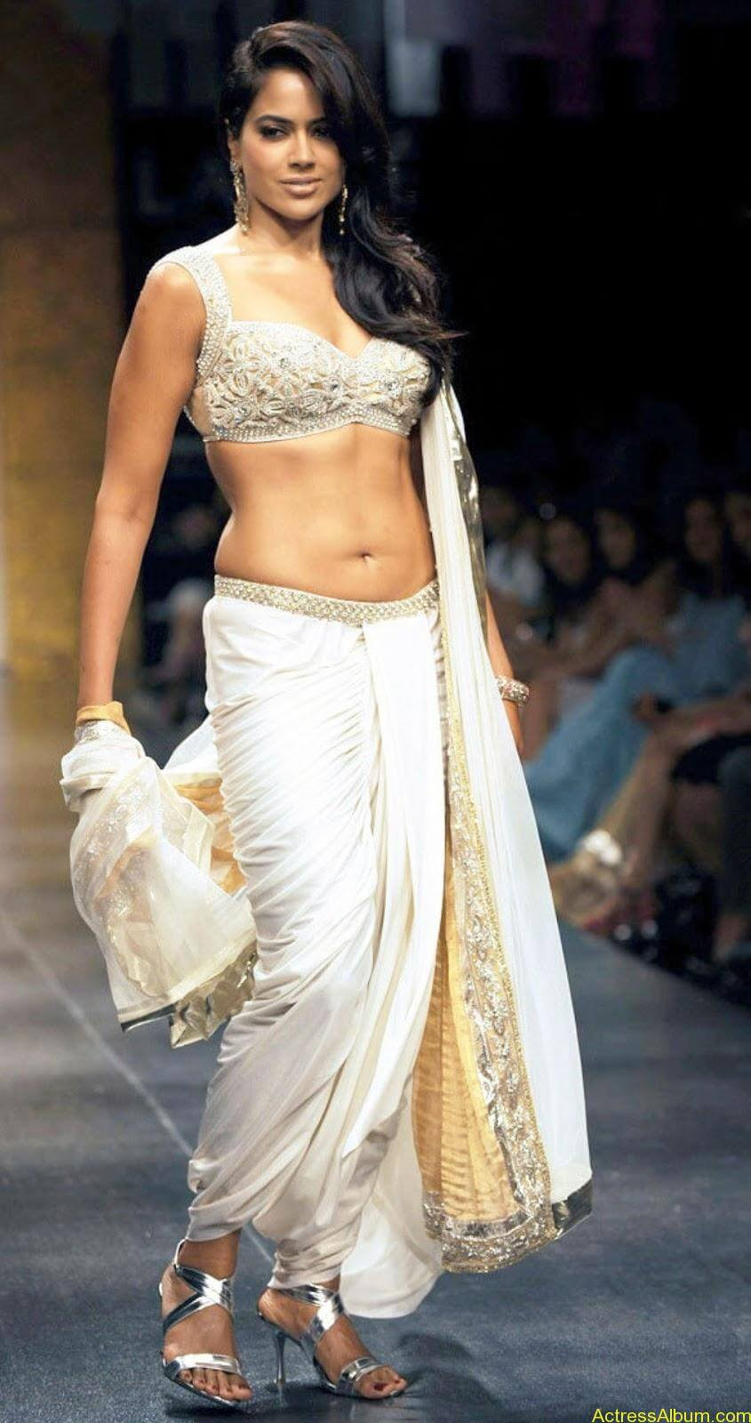 SAMEERA REDDY HOT NAVEL PHOTOS ON RAMP2