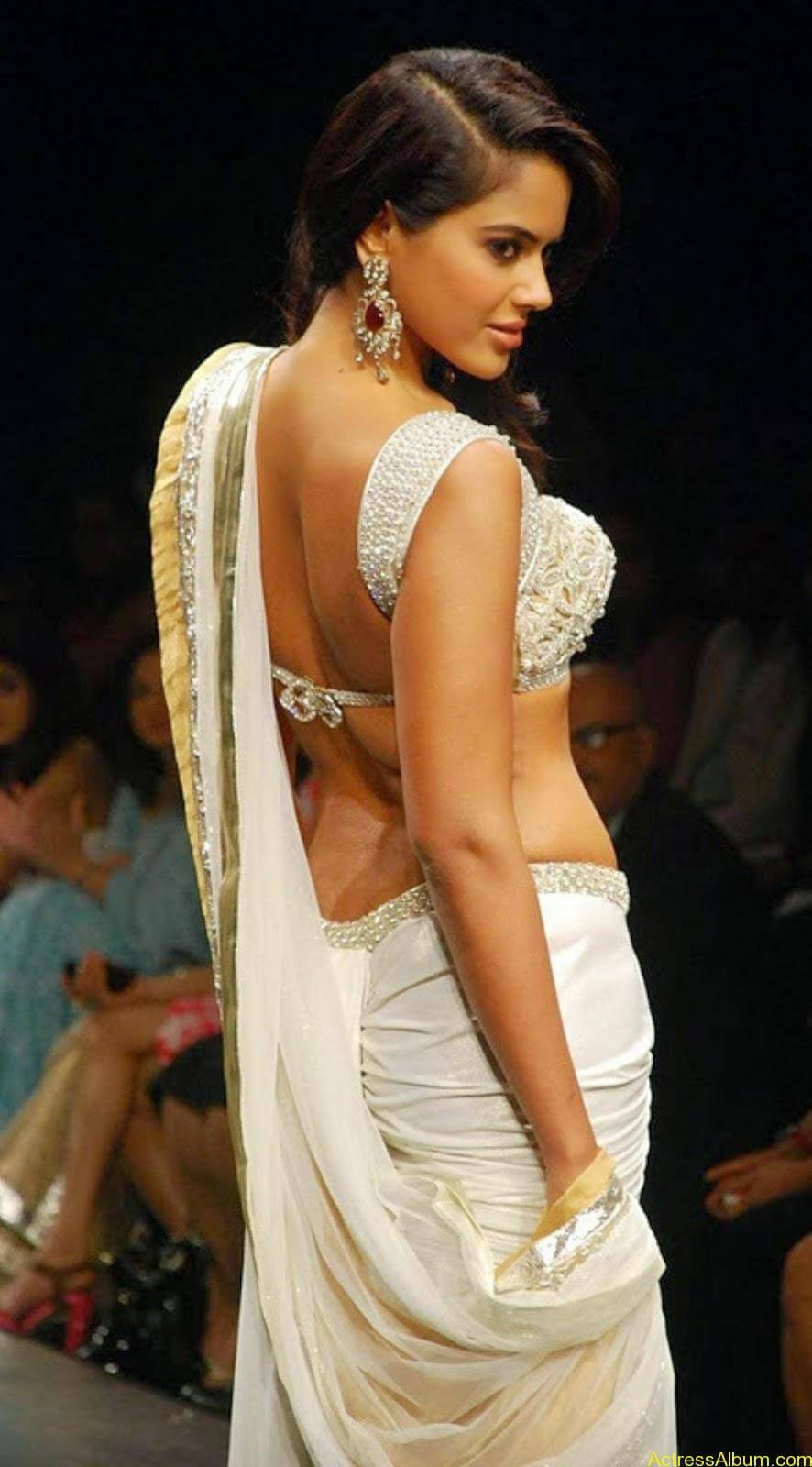 SAMEERA REDDY HOT NAVEL PHOTOS ON RAMP4