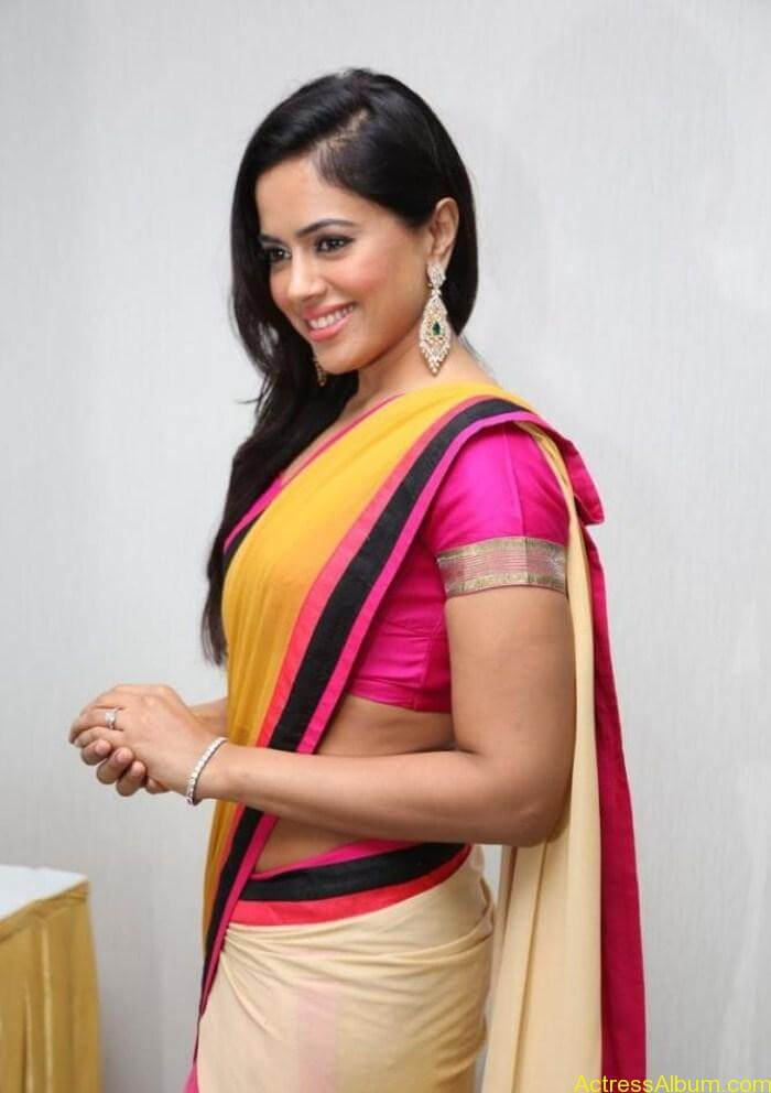 Actress Sameera Reddy Hot Saree Latest Photos