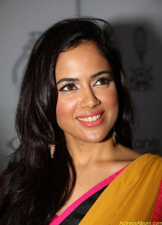 SAMEERA REDDY HOT SAREE COLLECTION7