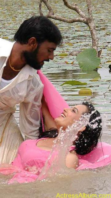 senkadu_roopa kaur_hot_navel_movie_11