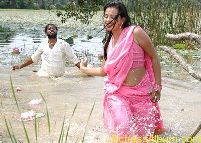 senkadu_roopa kaur_hot_navel_movie_12
