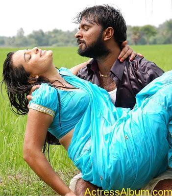 senkadu_roopa kaur_hot_navel_movie_13