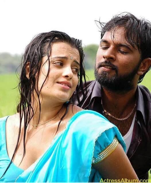 senkadu_roopa kaur_hot_navel_movie_14