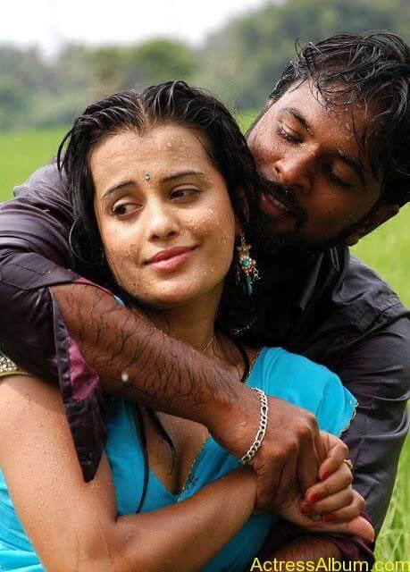 senkadu_roopa kaur_hot_navel_movie_16