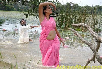 senkadu_roopa kaur_hot_navel_movie_18