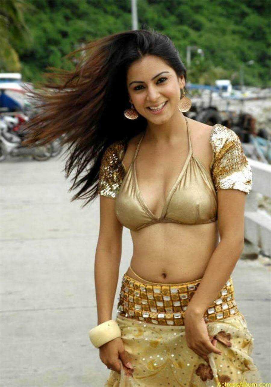 Shraddha Arya Latest Hot Photos - raag.fm (14)