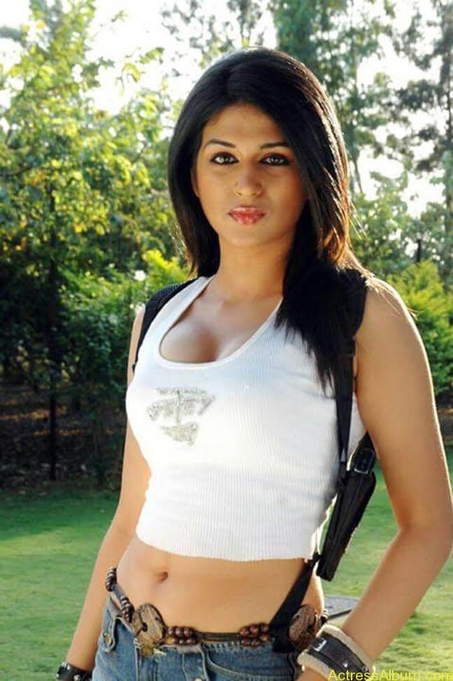 Shradha Das hot Navel Show in mini top and short2