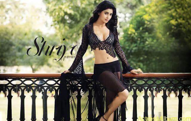 Shriya-Saran-Hot-Back-Less-Bra-Pictures-16