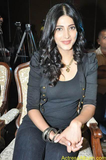 shruti-hassan-new-pictures-12