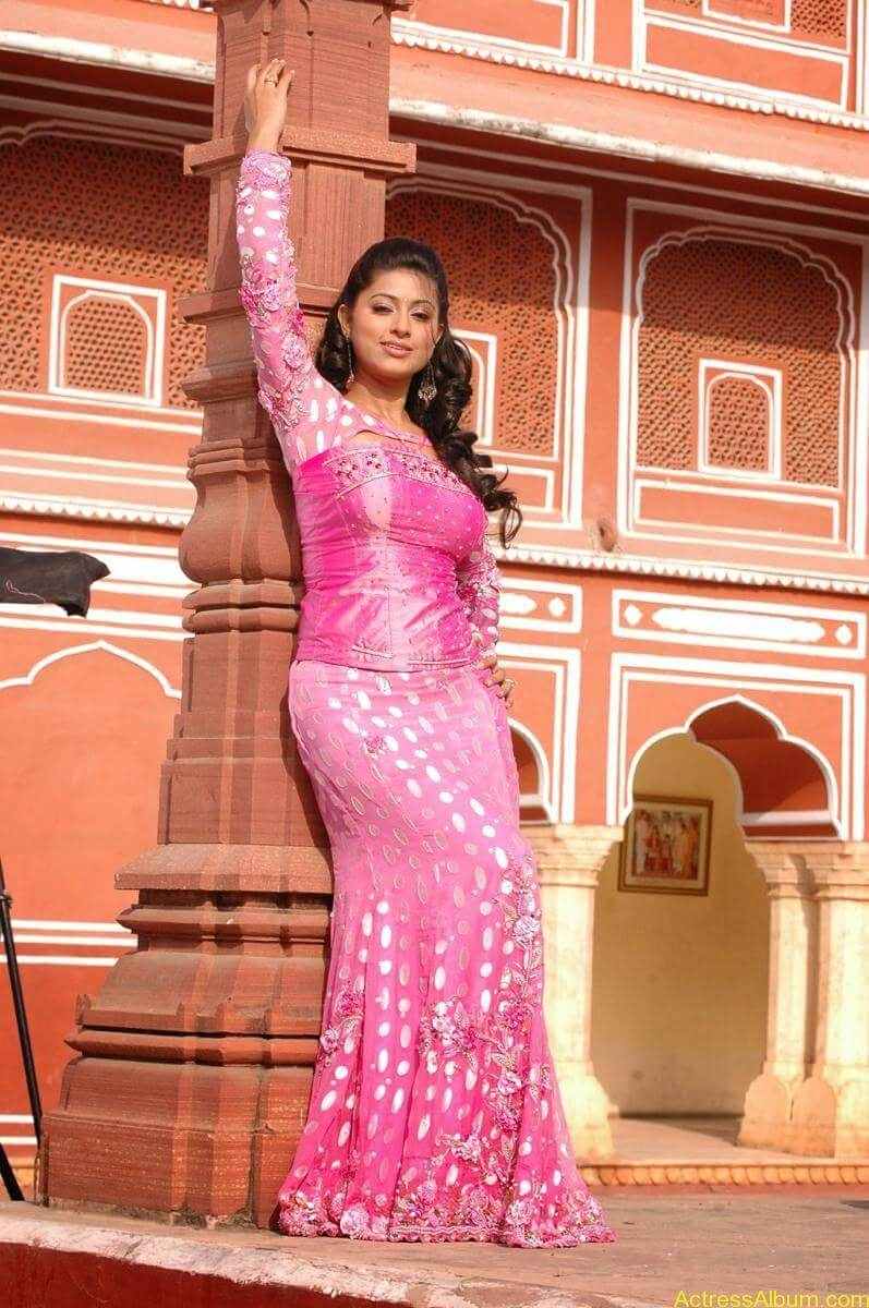 Sneha Latest Stills From Murattu Kaalai Movie (10)