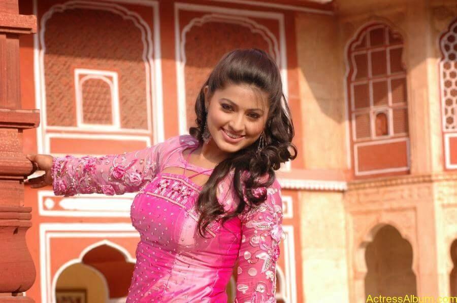 Sneha Latest Stills From Murattu Kaalai Movie (12)
