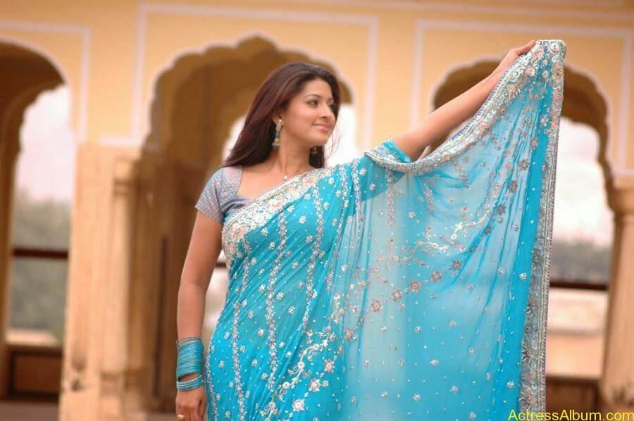 Sneha Latest Stills From Murattu Kaalai Movie (13)