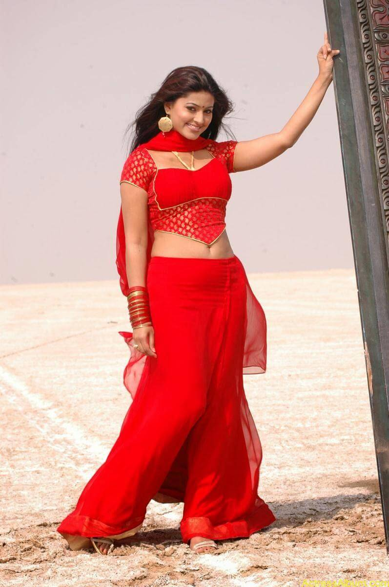 Sneha Latest Stills From Murattu Kaalai Movie (6)