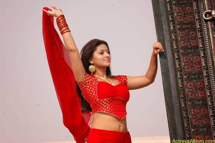 Sneha Latest Stills From Murattu Kaalai Movie (8)