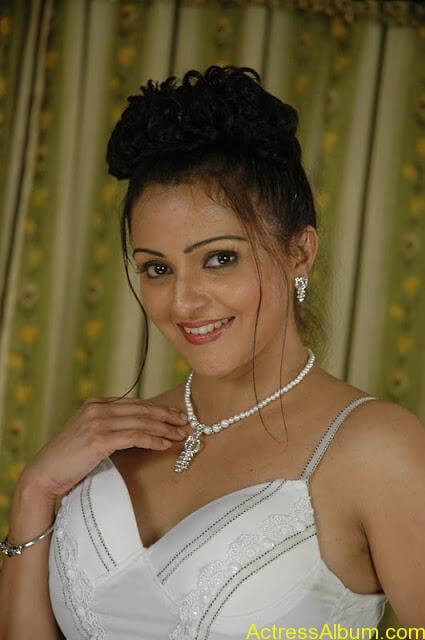 Sonali Joshi, actress in fancy model dress and looks new model hairstyle