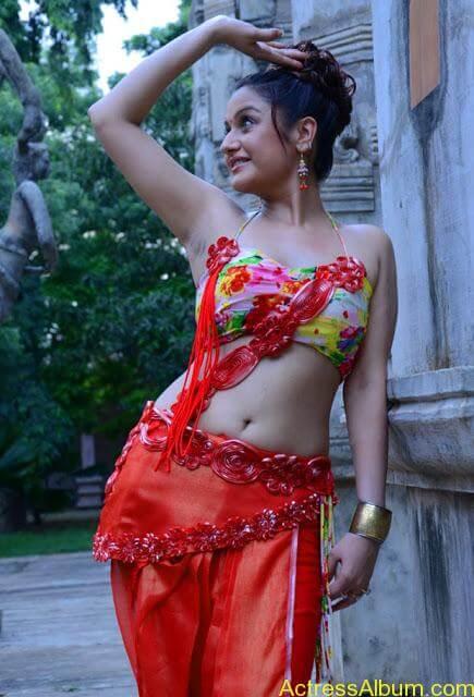 Sonia Agarwal Hot Pics (10)