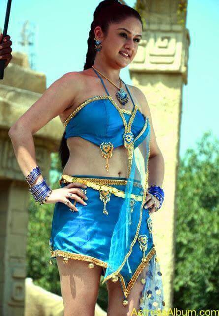 Sonia Agarwal Hot Pics (11)