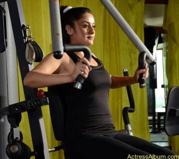 Sonia Agarwal Hot Pics (13)