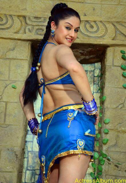 Sonia Agarwal Hot Pics (15)
