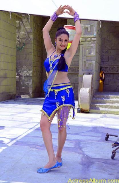 Sonia Agarwal Hot Pics (19)