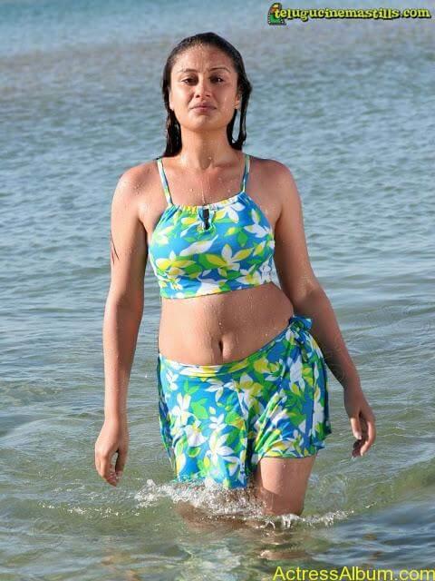 Sonia Agarwal Hot Pics (2)