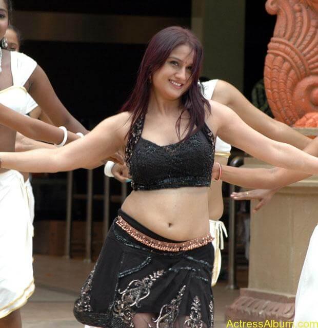 Sonia Agarwal Hot Pics (21)
