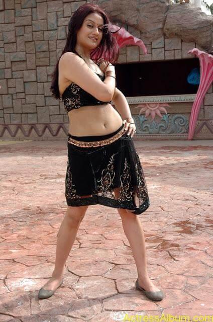 Sonia Agarwal Hot Pics (22)