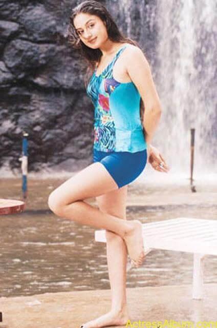 Sonia Agarwal Hot Pics (4)