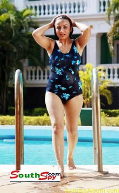 Sonia Agarwal Hot Pics (5)